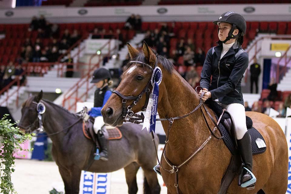 Amateur Tour 80 cm voittajat: Jenna Holopainen ja Balestra.