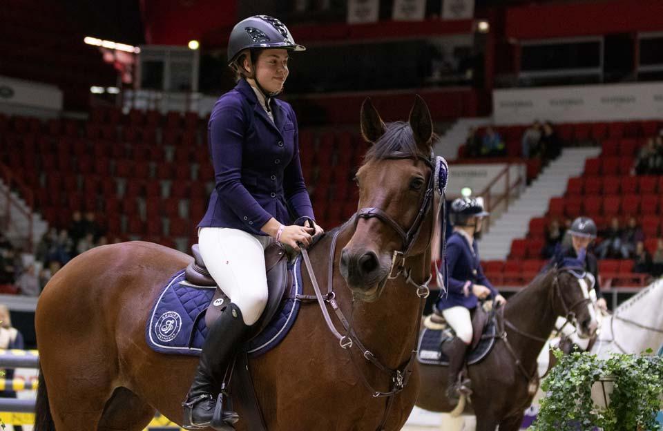 Nea Tolonen ja Cissy Medium Tourin voittoon.